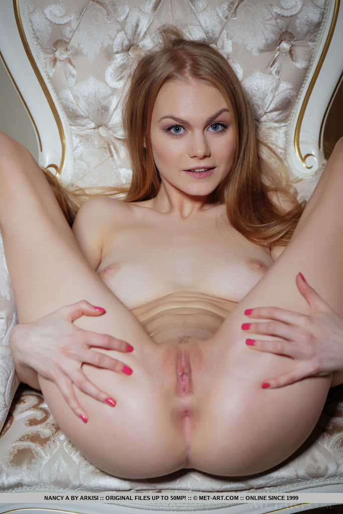 Teen Fingering Her Wet Pussy