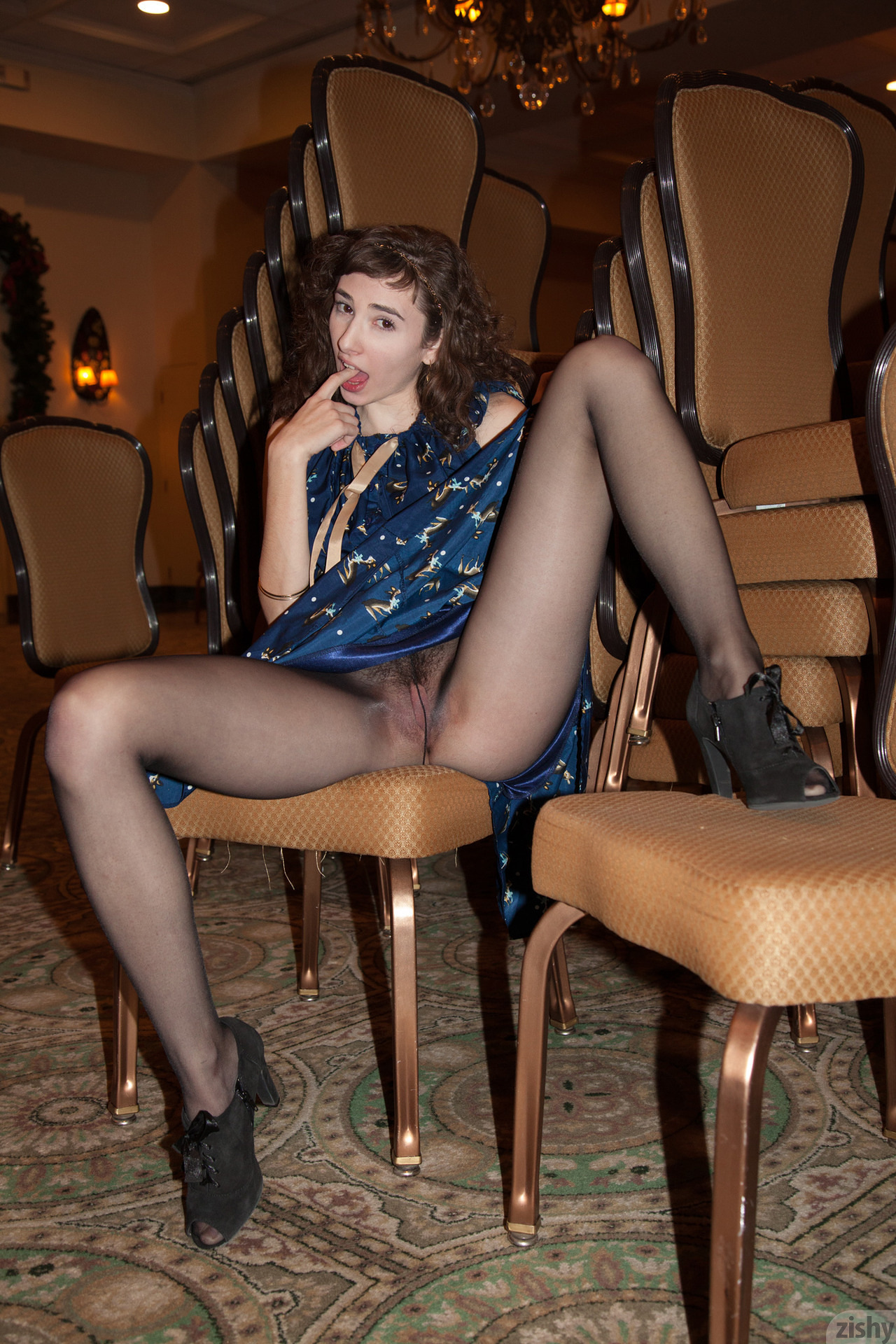 Pantyhose in public thumbs