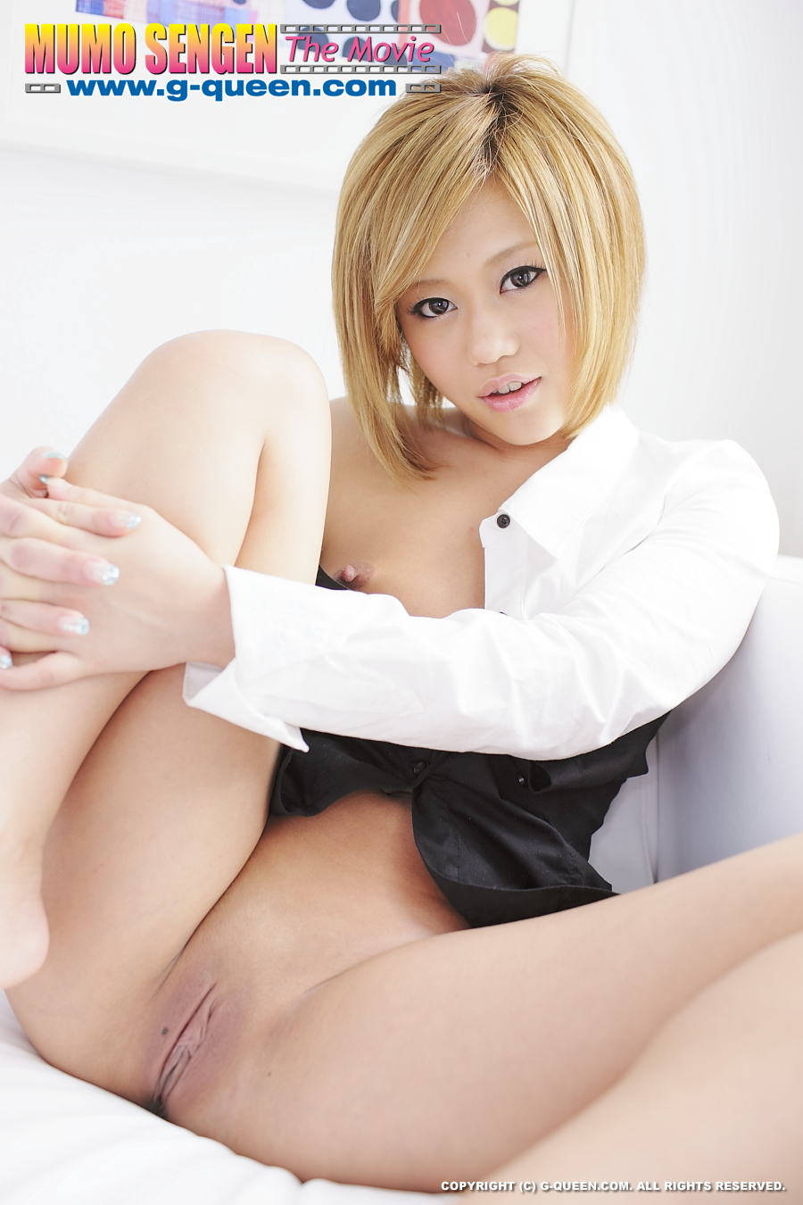 Blonde haired Japanese upskirt girl has a flawlessly tight ...